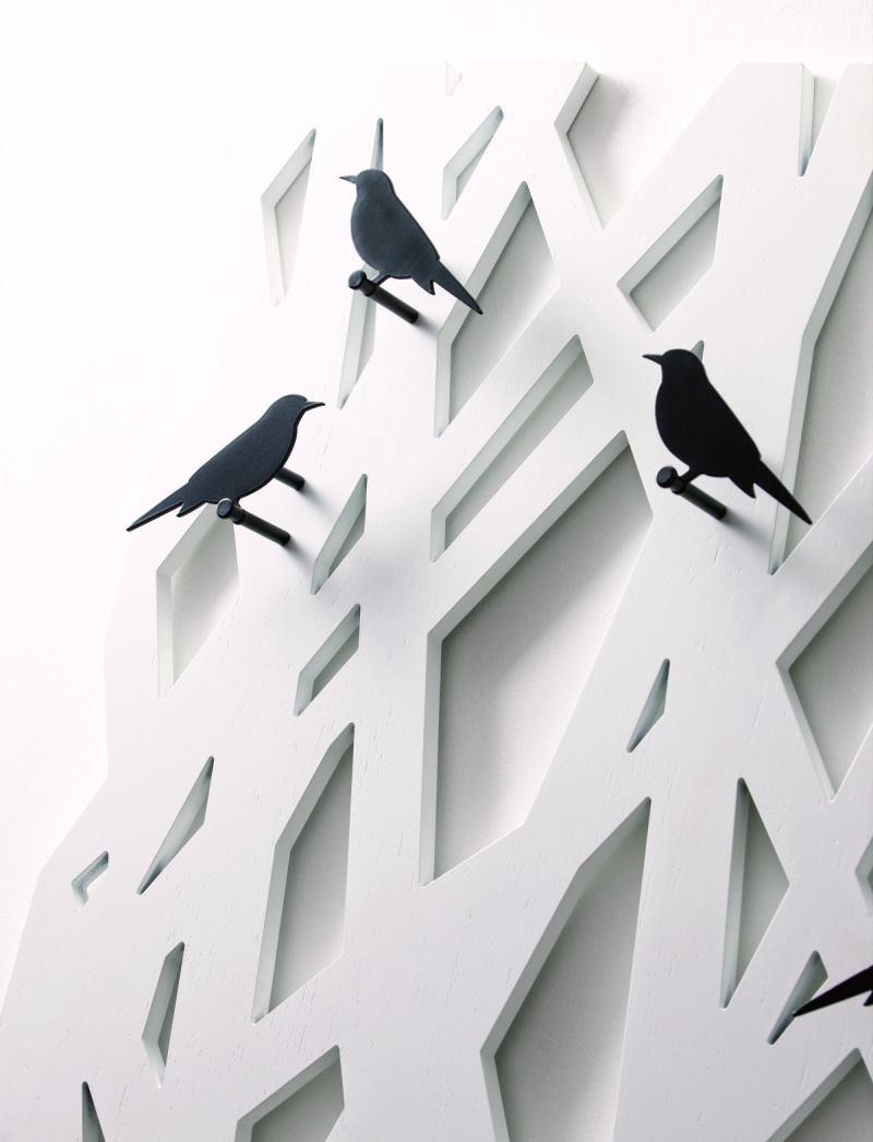 Appendiabiti albero bianco da muro con ganci a forma di uccellini neri - L'Albero