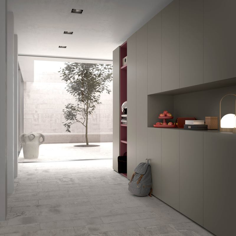 Corridoio arredato con armadio grigio con vano aperto da appoggio - Focus Wide