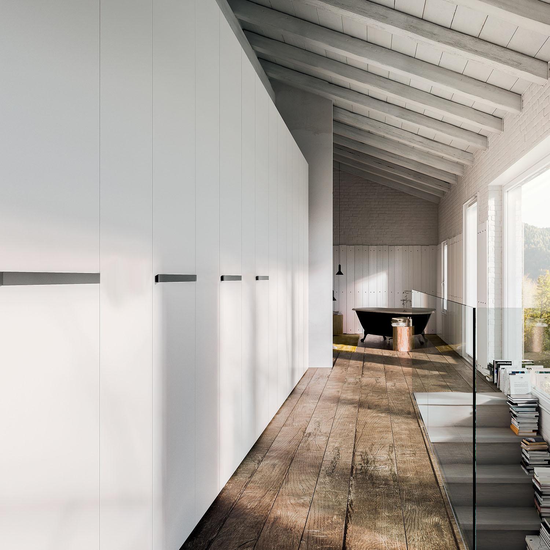 Lungo corridoio con armadio bianco su misura - Focus Wide