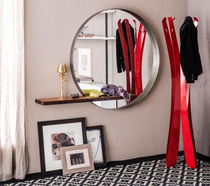 Ingresso con specchio tondo con mensola in legno e appendiabiti piantana rosso - Wish