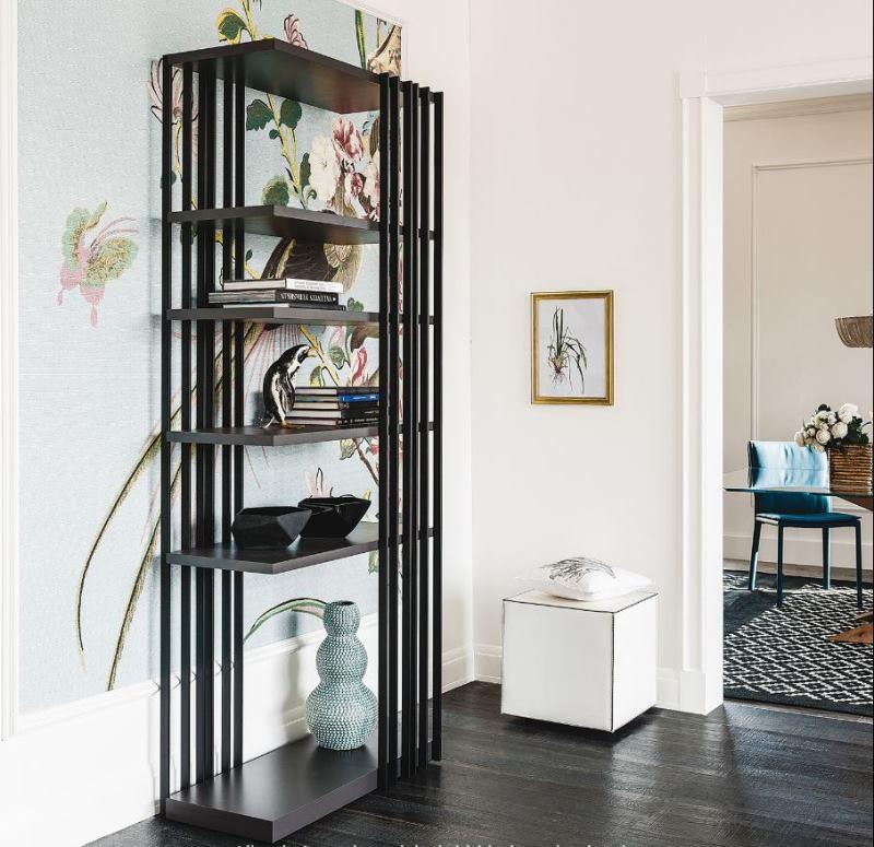Ingresso quadrato con pouf e libreria in metallo di design - Arsenal