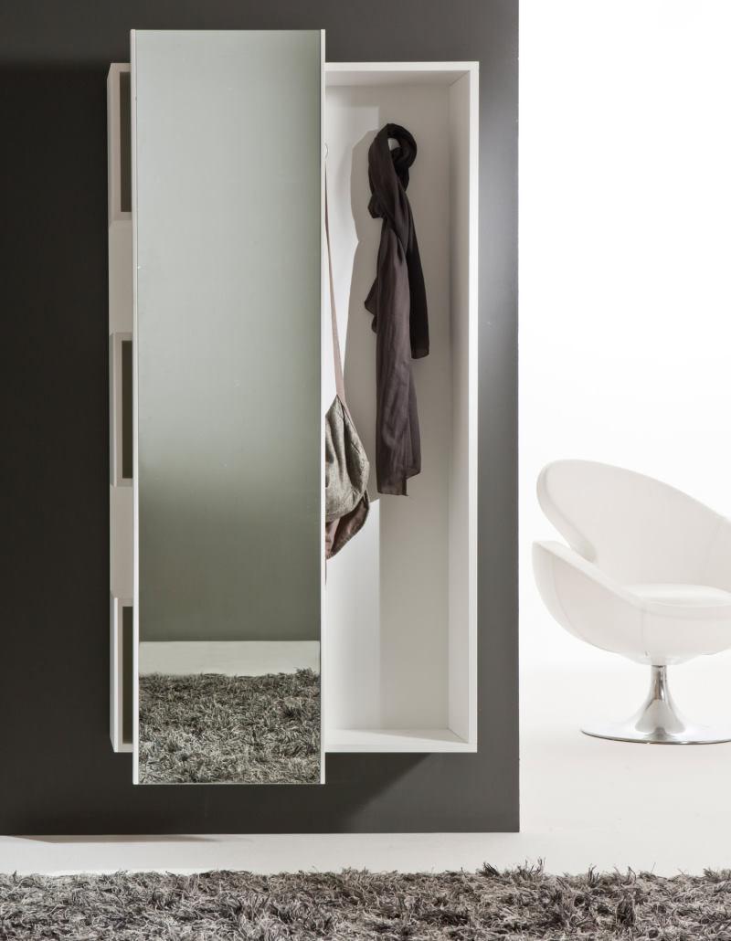 Mobile con anta scorrevole a specchio che nasconde appendiabiti e contenitori a cubo - Welcome
