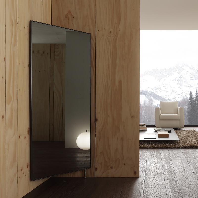 Specchio figura intera ad angolo che ruota e nasconde ganci attaccapanni - Rimpiattino