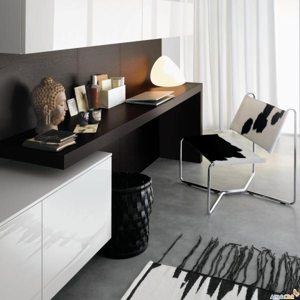 Scrittoio Plan integrato in mobile soggiorno