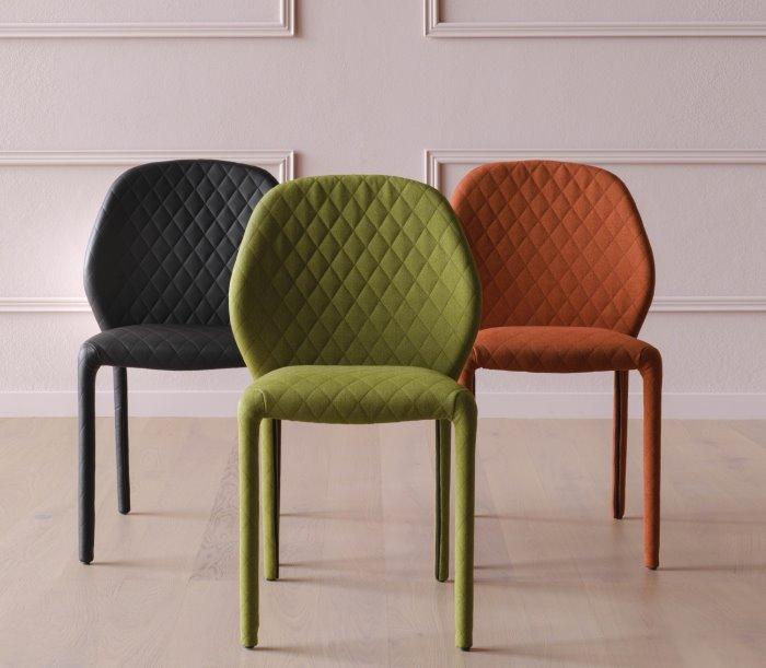 Sedie imbottite trapuntate Dumbo in verde, nero, arancio