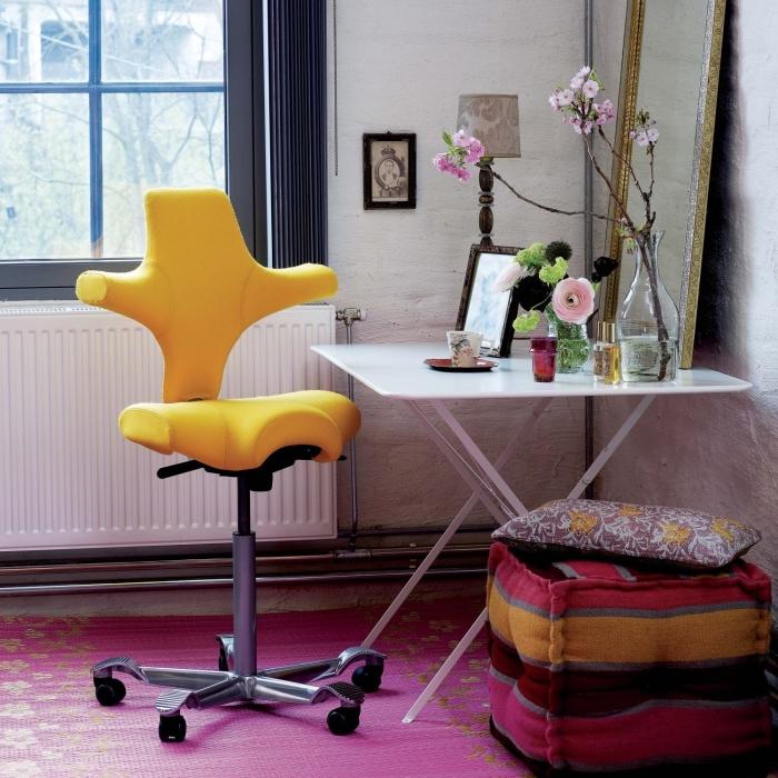 Idee scrivania ricavare l 39 angolo studio perfetto per i for Sedie in regalo
