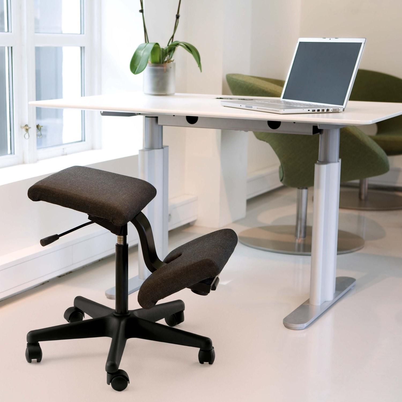 Idee come scegliere la sedia ergonomica per la scrivania for Sgabello per scrivania