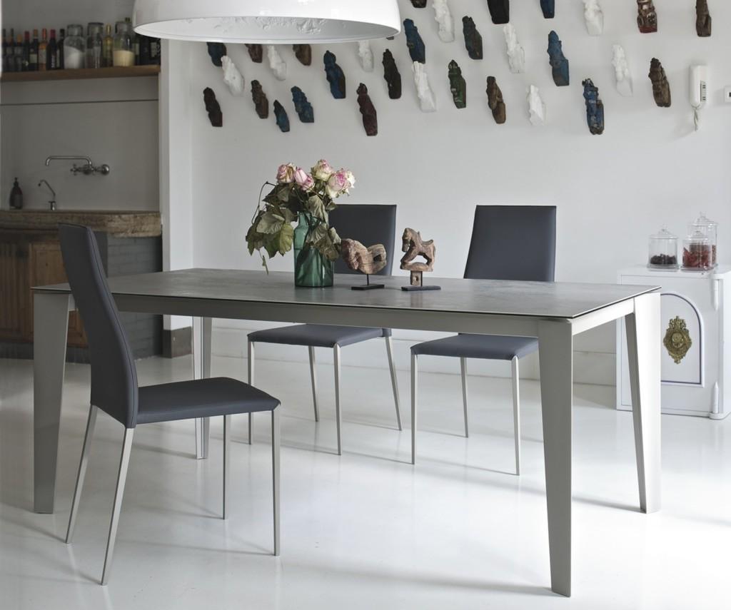 Idee tavolo da cucina resistente e pratico 1 quale materiale arredaclick - Cucina con tavolo e sedie ...