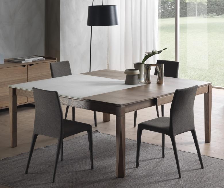 Arredaclick blog tavolo da cucina resistente e pratico for Tavolo con sedie moderno