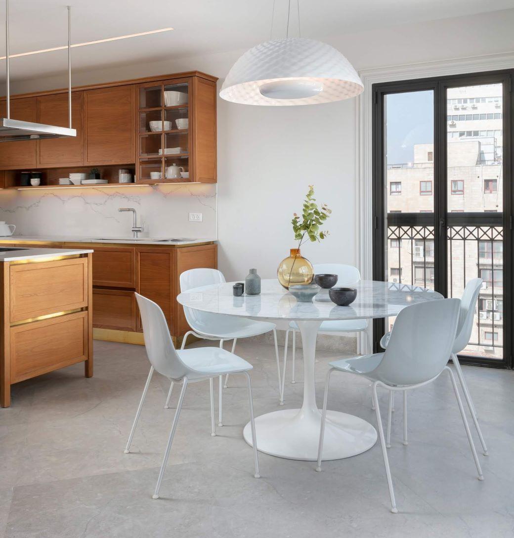 Tavolo rotondo Saarinen bianco con piano in marmo