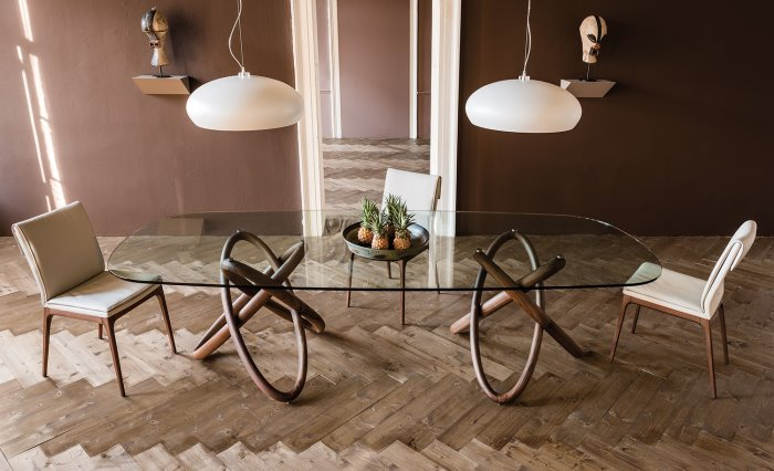 https://www.arredaclick.com/media/wysiwyg/tavoli-e-sedie/tavoli/tavolo-cristallo-gambe-scultoree-carioca.jpg