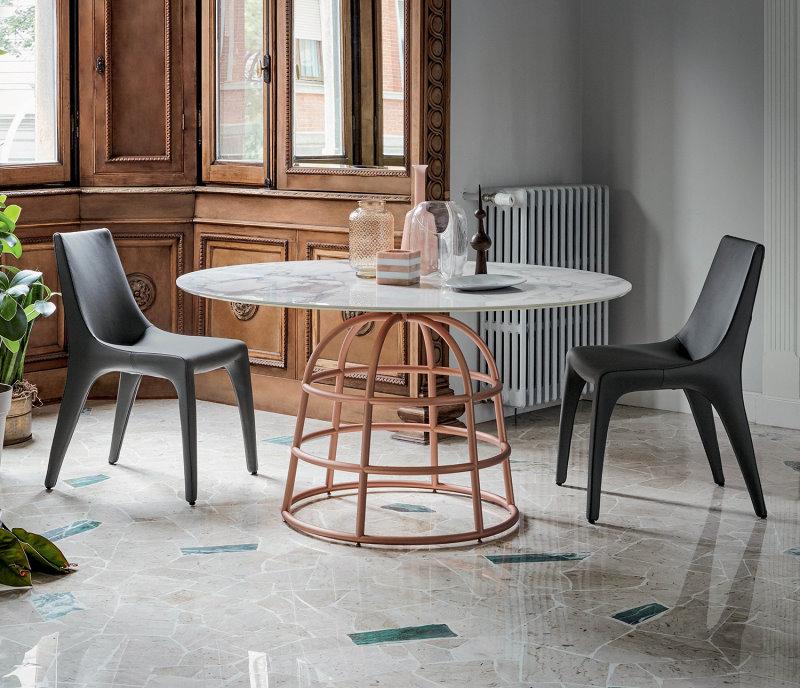 Tavolo con piano in marmo su pavimento in marmo - Mass Table