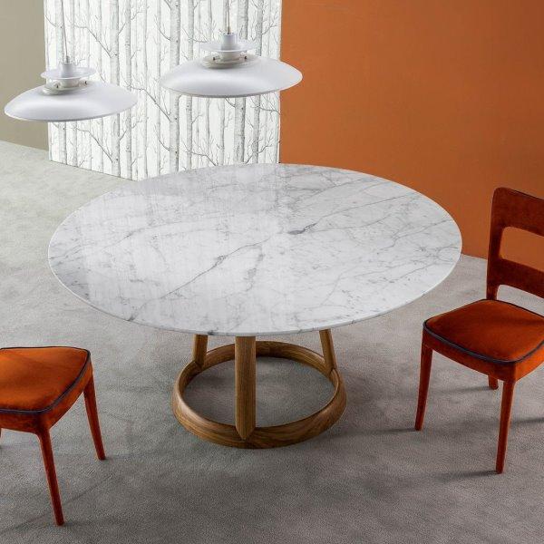 Idee tavolo rotondo 10 modelli per la sala da pranzo for Tavolo legno piano marmo