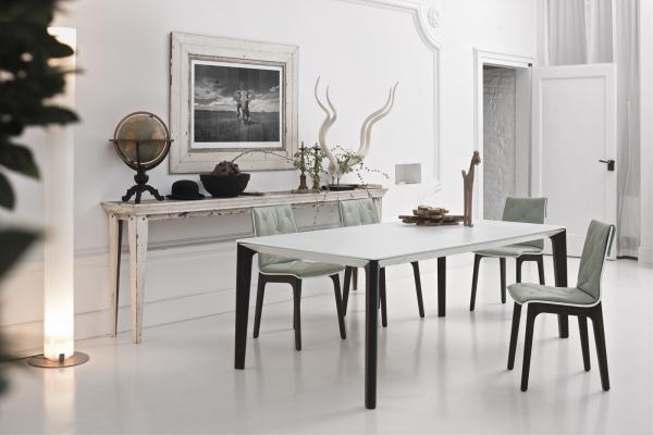 Idee tavolo da cucina resistente e pratico 2 il vetro for Tavolo in cristallo moderno