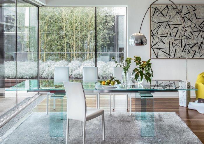 Sedie Per Il Tavolo Una Scelta Difficile : Idee tavolo in vetro differenze tra trasparente e